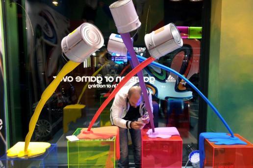 installazione allestimento vetrina adidas per evento