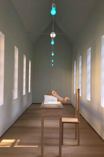 replica braccio stampo siliconico per installazione artistica robert wilson villa panza