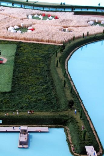 plastico modello architettura scala urbanistica con vegetazione fiume canali darsena