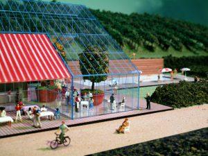 plastico modello architettura centro sportivo ristorante persone